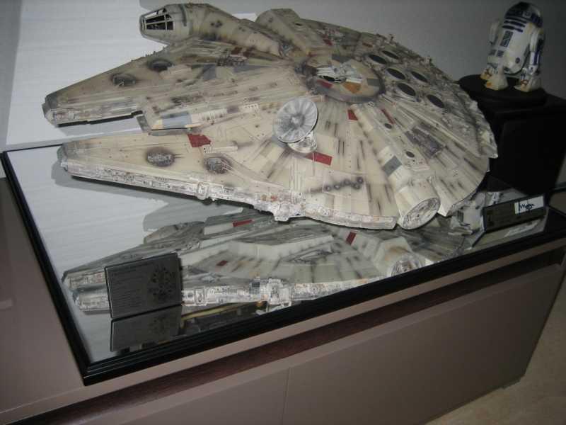Millennium Falcon - The Empire Strikes Back - Signature Edition